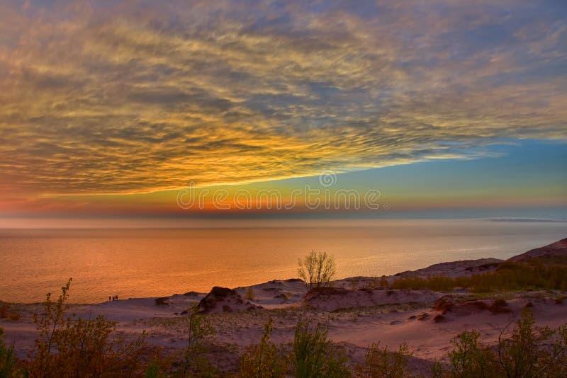 Härlig solnedgång på att sova björndyn, Michigan, USA arkivbild