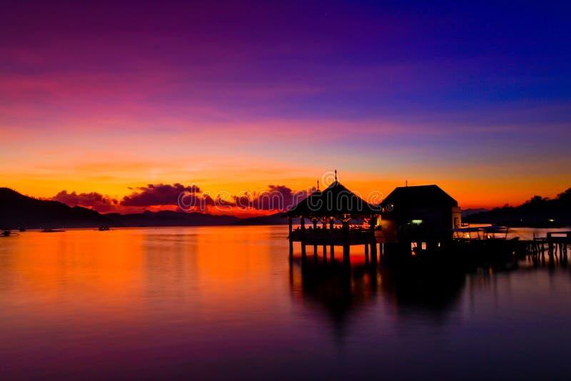 Härlig solnedgång på den Coron fjärden arkivfoton