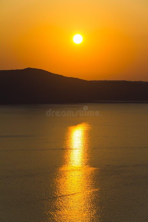 Härlig solnedgång på den Santorini ön, Grekland arkivfoton