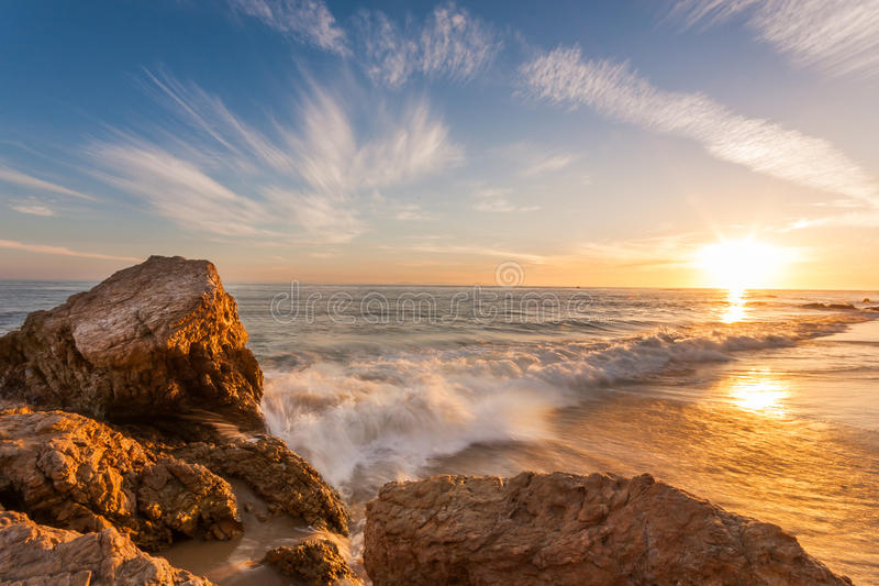 Härlig solnedgång på den sydliga Kalifornien stranden royaltyfri fotografi