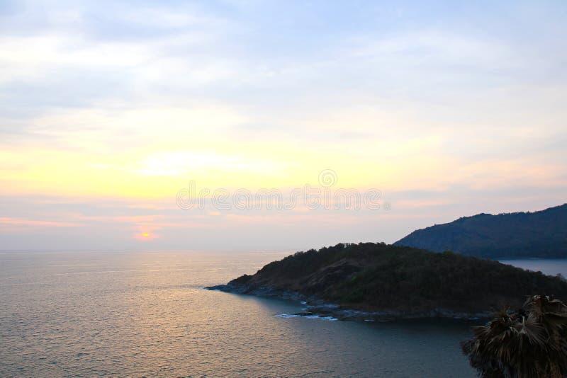 Härlig solnedgång på punkt för Promthep uddesikt arkivfoton