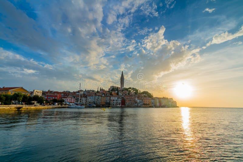 Härlig solnedgång på Rovinj i Adriatiskt havkusten av Kroatien, Europa royaltyfri fotografi