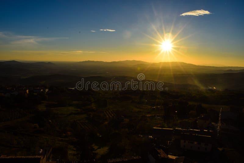 Härlig solnedgång på Tuscany, Italien royaltyfri foto