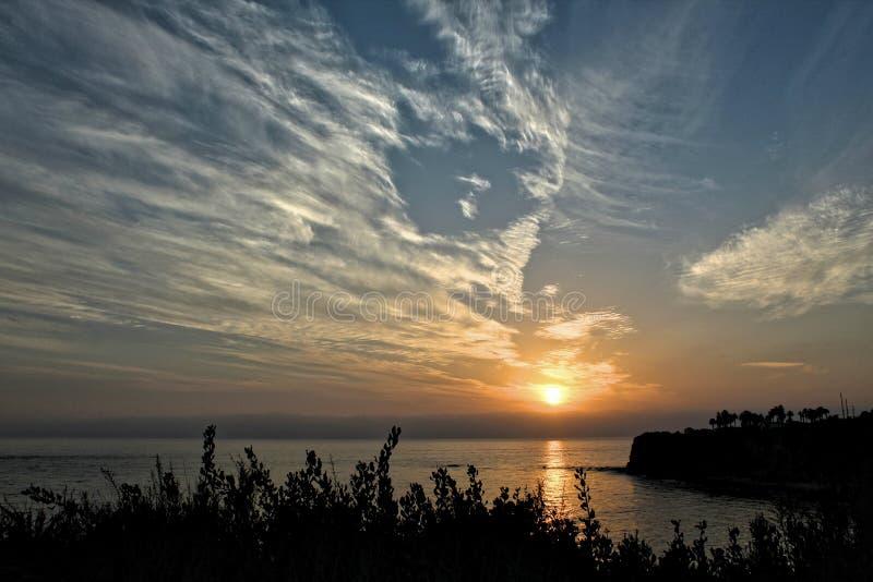 Härlig solnedgånghimmel över punkt Vicente, Palos Verdes, Los Angeles County, Kalifornien royaltyfri fotografi