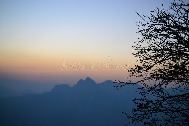 Härlig soluppgång på det nya året på det Huashan berget, Shaanxi, Kina royaltyfri foto