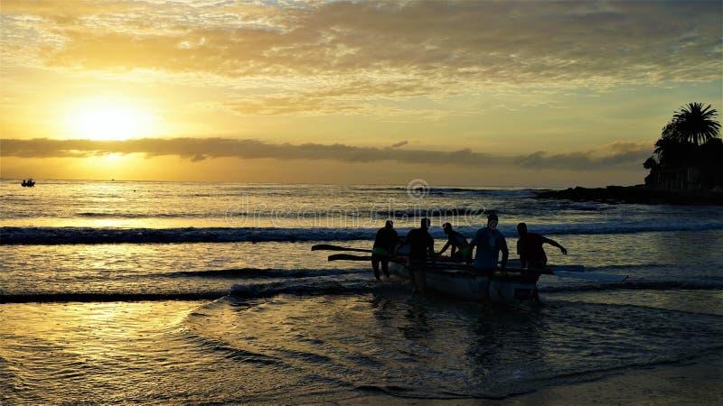 Härlig soluppgång som filmas på den Cronulla stranden royaltyfri foto