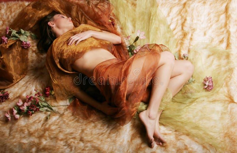 härlig sova kvinna royaltyfria bilder