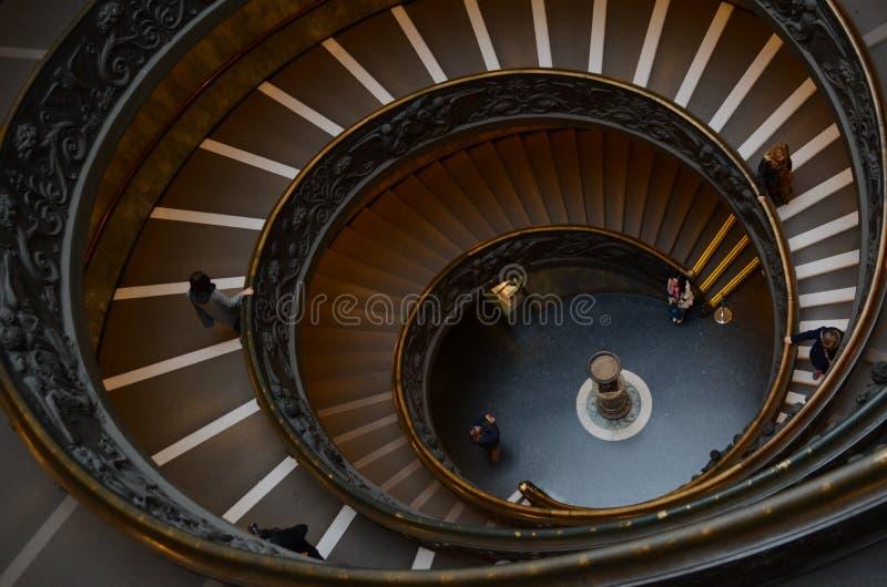 härlig spiral trappuppgång arkivbilder