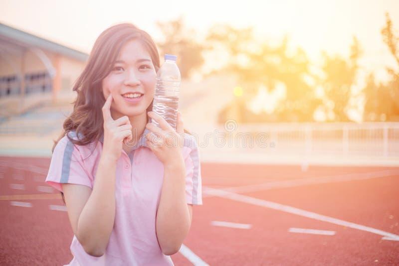 härlig sportkvinna arkivfoto