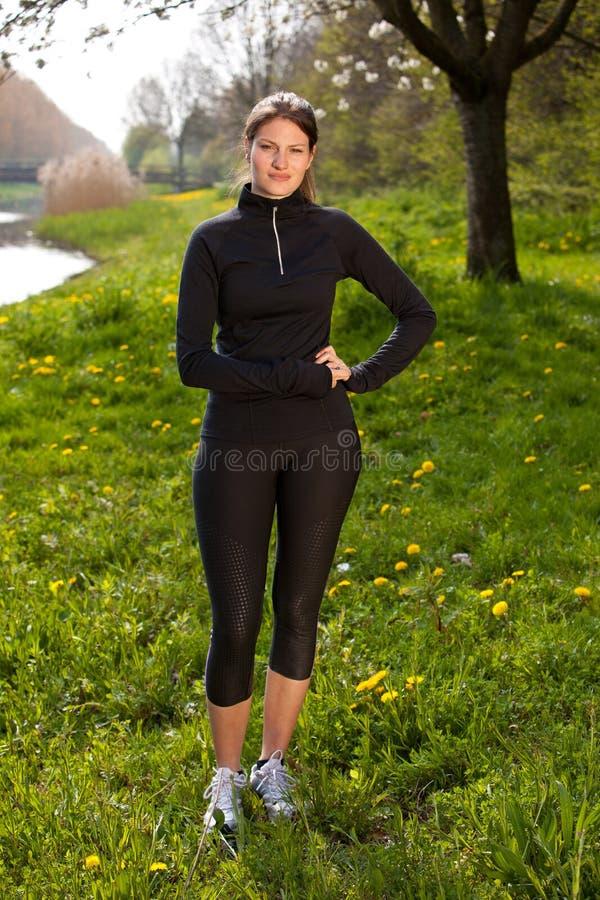 härlig sportsgirl royaltyfri foto