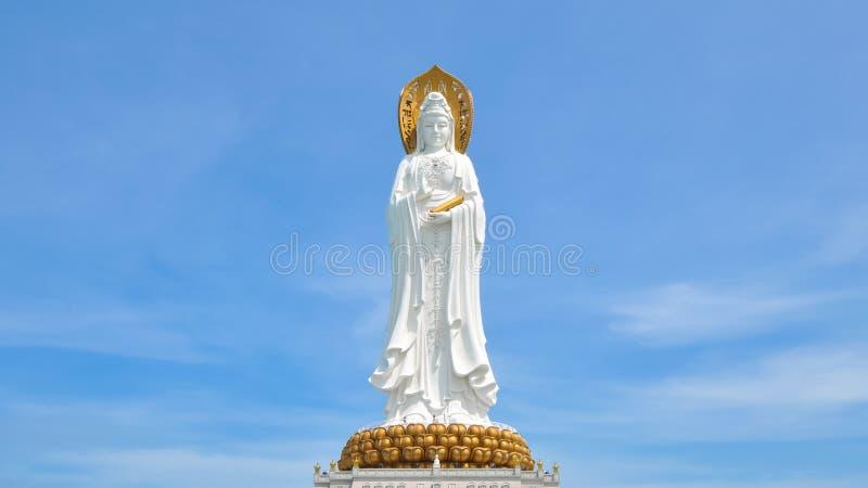 Härlig staty av Guanyin royaltyfria bilder