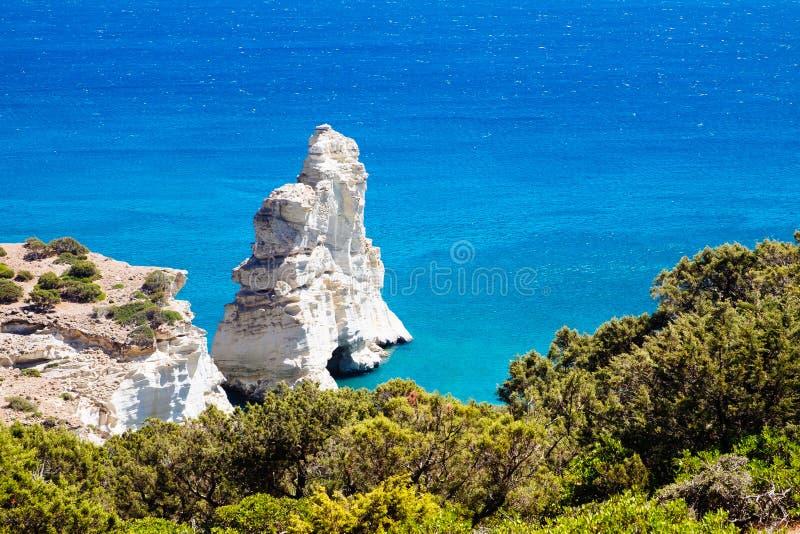 Härlig stenig kustlinje Kleftiko på Milos ö, Grekland royaltyfri foto