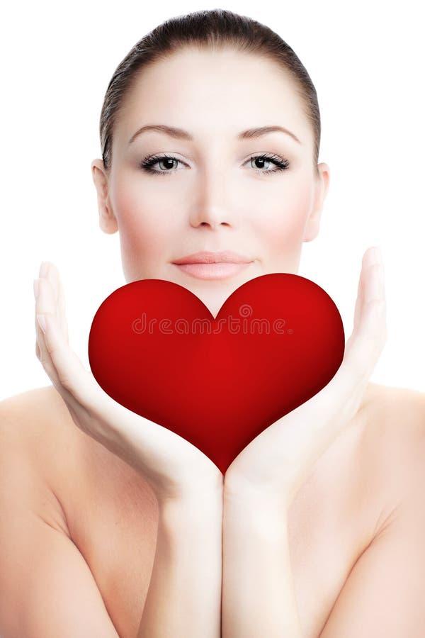 härlig stor hjärta som rymmer den röda kvinnan royaltyfri fotografi