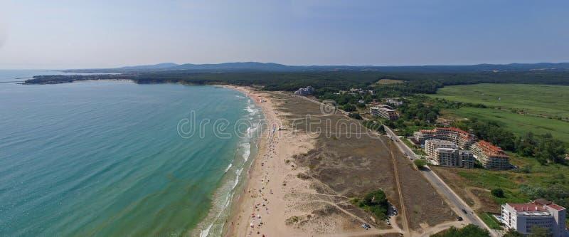 Härlig stor strand på Blacket Sea från över arkivbilder