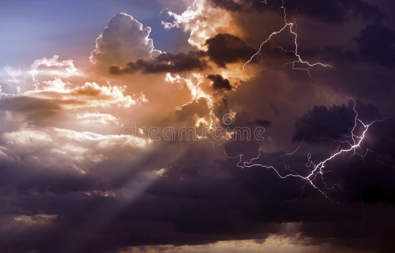 Härlig storm royaltyfria bilder