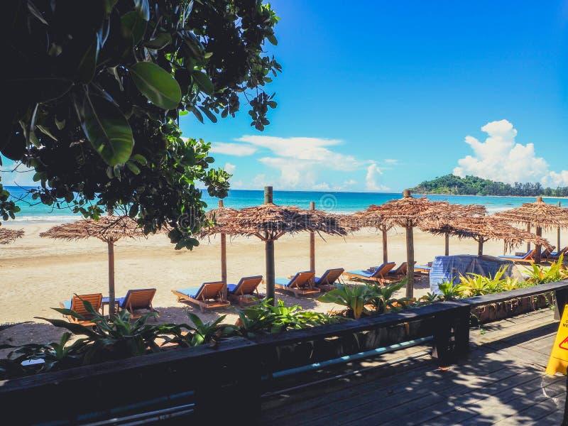 Härlig strand av hotellet i Ngapali, Myanmar royaltyfria bilder