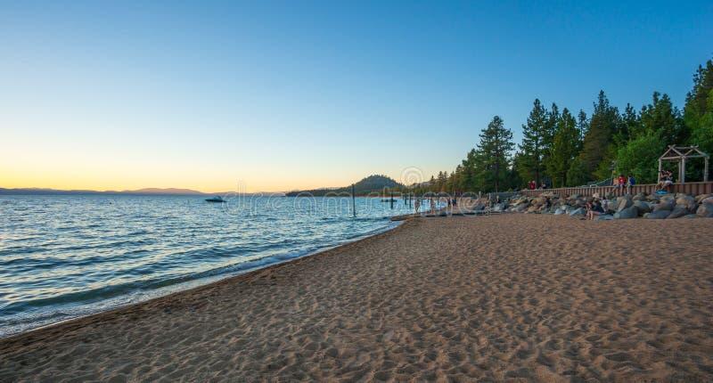 Härlig strand i Lake Tahoe, Kalifornien royaltyfri bild