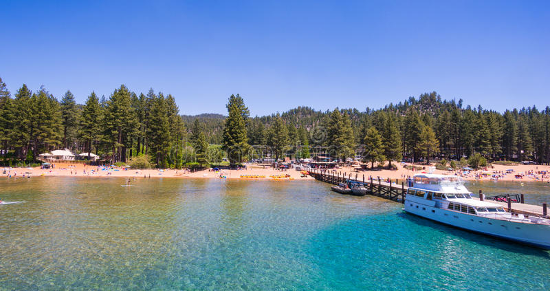 Härlig strand i Lake Tahoe, Kalifornien arkivfoton