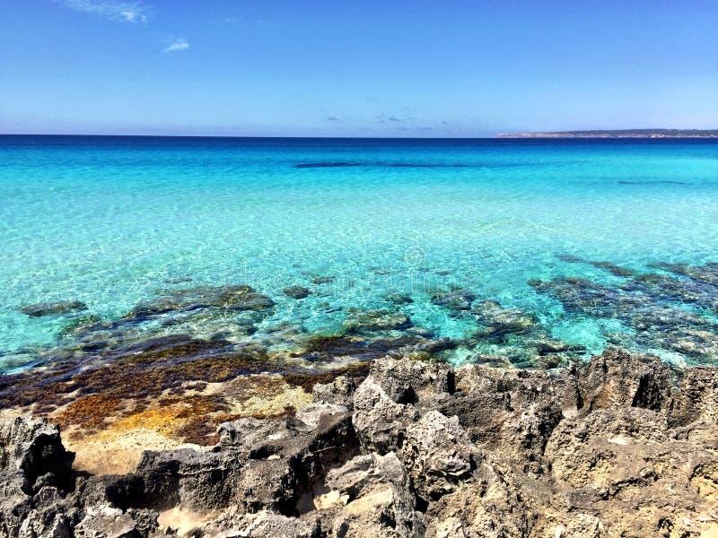Härlig Sunny Beach dag i Formentera Spanien fotografering för bildbyråer
