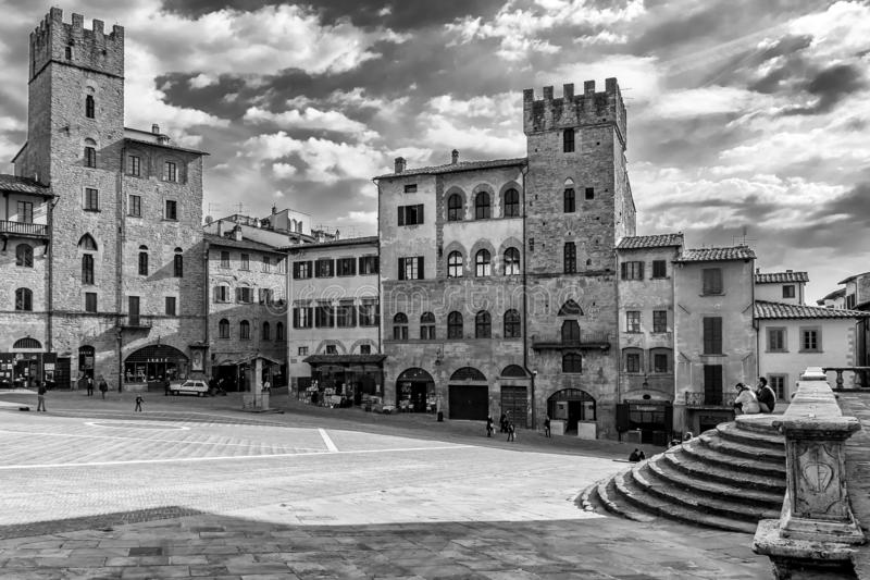 Härlig svartvit sikt av Piazza Grande, Arezzo, Tuscany, Italien royaltyfri foto