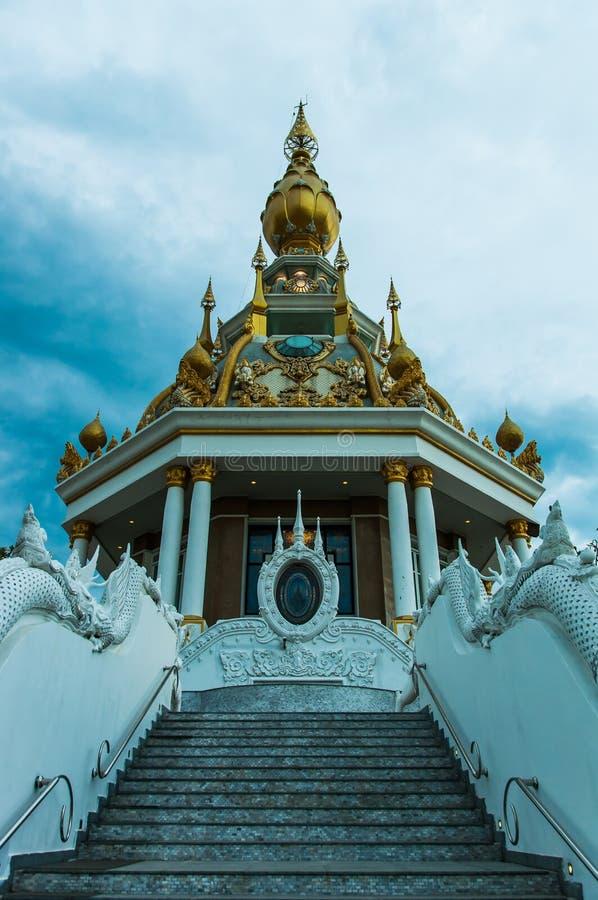Härlig tempel av buddism royaltyfria foton