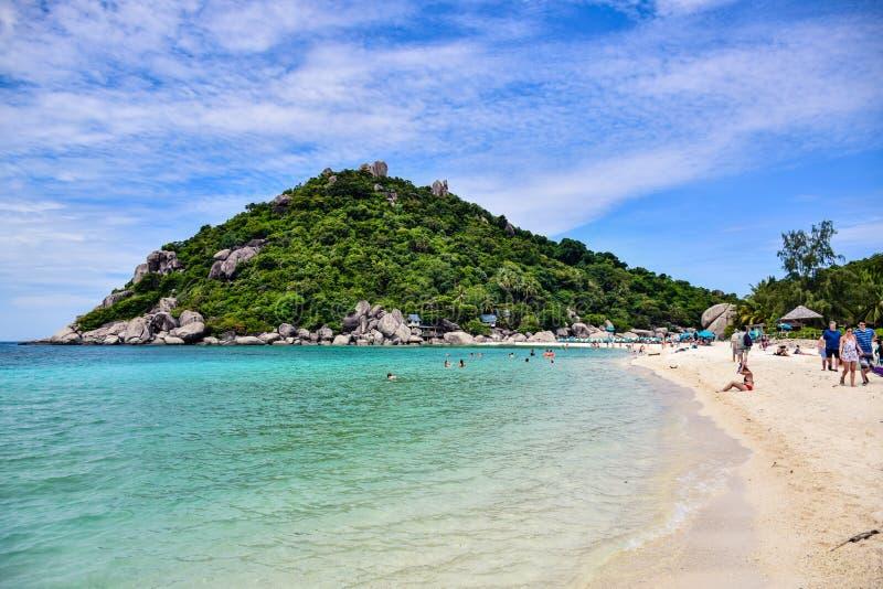 Härlig Thailand strand av den Nang Yuan ön, den populära turist- destinationen nära den Samui ön i golf av Thailand royaltyfria bilder