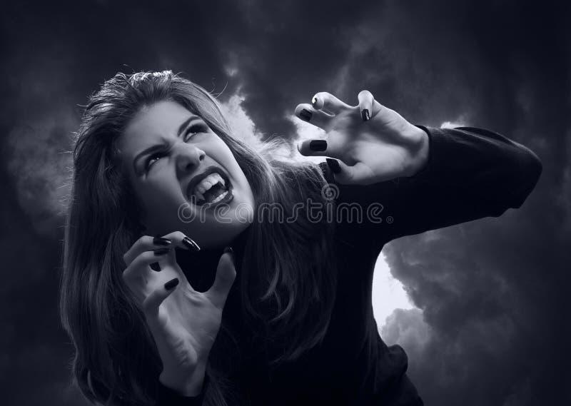 Härlig tonårs- vampyr arkivfoto
