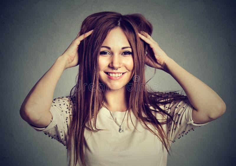 Härlig trängd igenom ung kvinna för stående arkivfoton