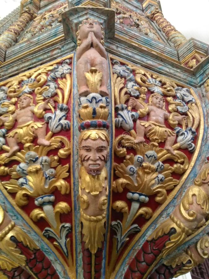 Härlig träskulptur som göras århundraden sedan arkivfoto