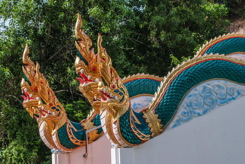 Härlig trappräckenaga av templet, Thailand arkivbild