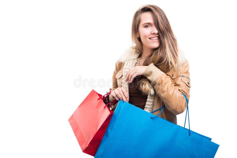 Härlig trendig hipsterkvinna på shopping arkivfoton