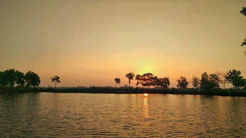 Härlig tropisk strand i Indonesien på solnedgången royaltyfria bilder
