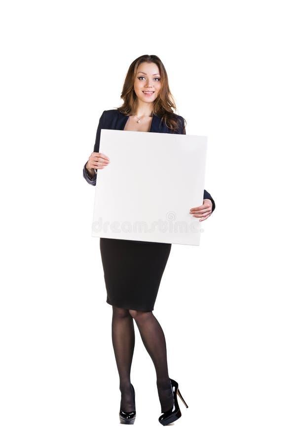 Härlig ung affärskvinna med det tomma brädet royaltyfri foto