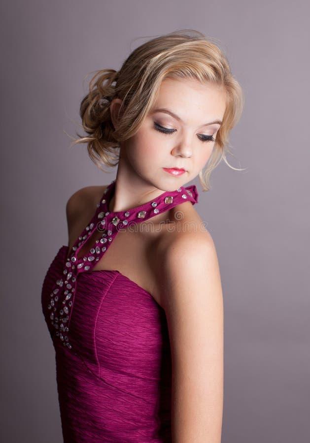 Härlig ung blond elegant Lady royaltyfri foto