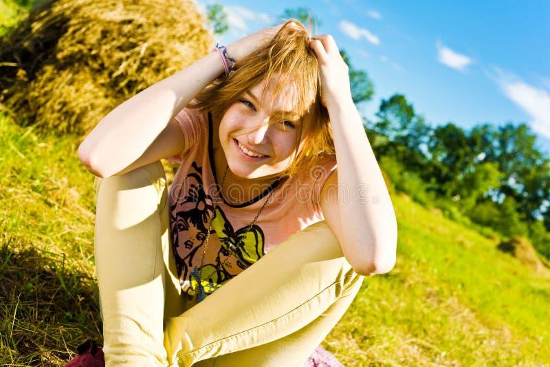 Härlig ung blond flicka royaltyfri foto