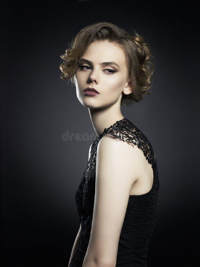 Härlig ung dam på svart bakgrund royaltyfri bild