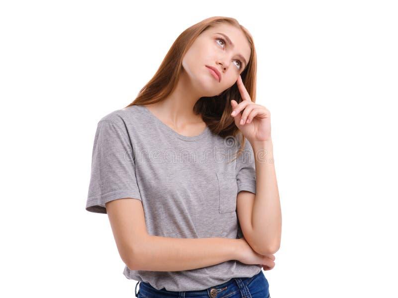 Härlig ung flicka, i studion som är borttappad i tanke som isoleras på vit bakgrund fotografering för bildbyråer