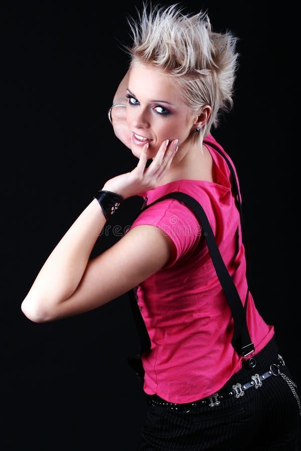 Härlig ung flicka med en spetsig frisyr royaltyfria foton