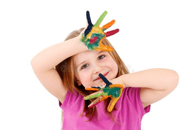 Härlig ung flicka som spelar med vattenfärger royaltyfria foton
