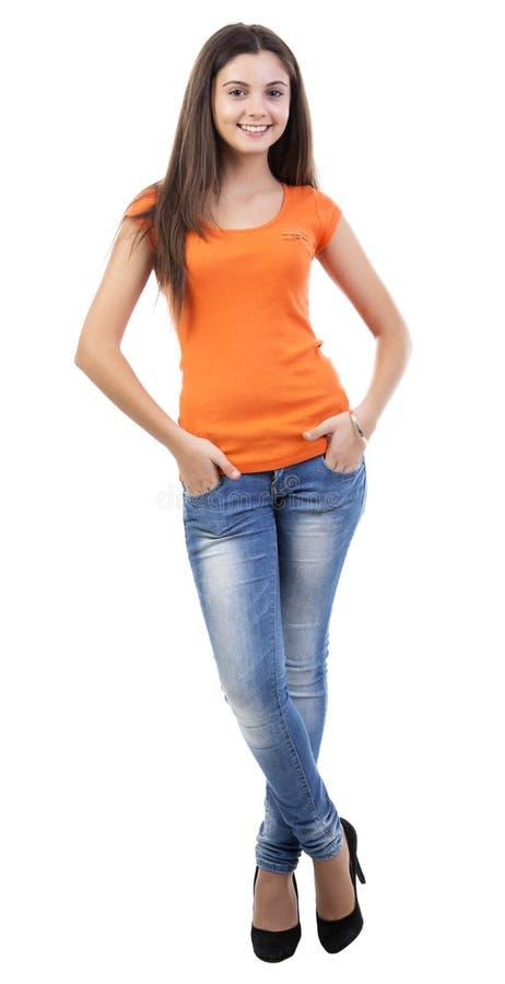 Härlig ung kvinna för full längd på white arkivbild