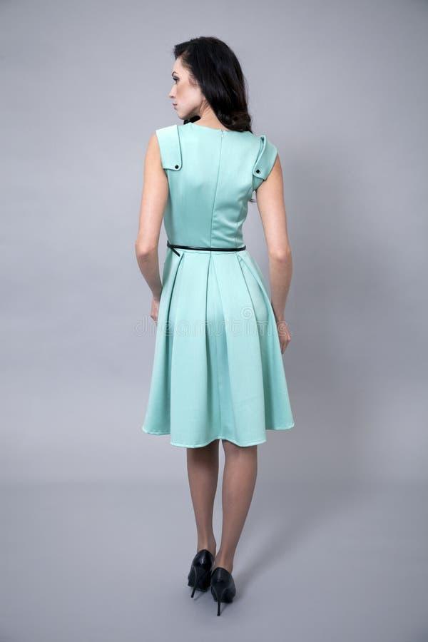 Download Härlig Ung Kvinna I En Turkosklänning Fotografering för Bildbyråer - Bild av klänning, stående: 37348359