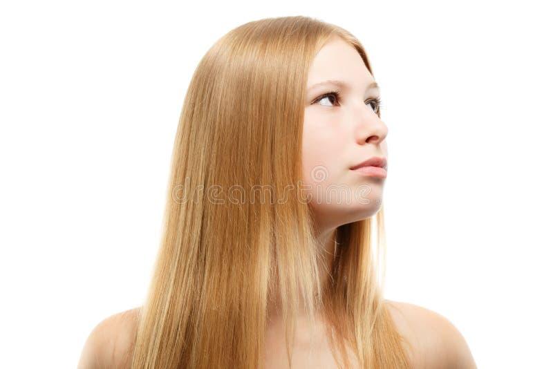 Härlig ung kvinna med blont långt hår royaltyfri fotografi