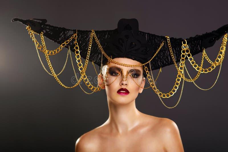 Härlig ung kvinna med idérik makeup royaltyfri bild