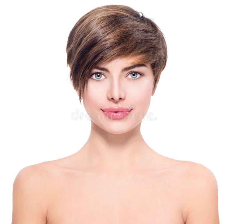 Härlig ung kvinna med kort hår fotografering för bildbyråer
