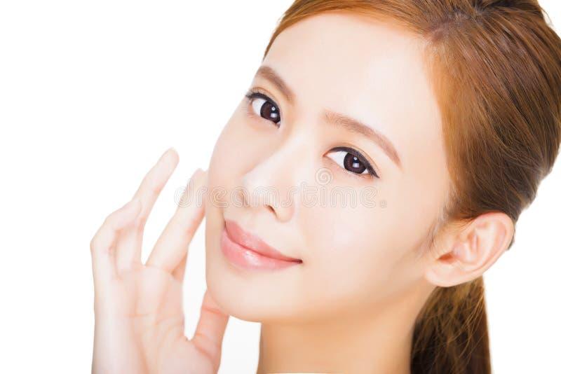 Härlig ung kvinna med ren ny hud arkivfoto