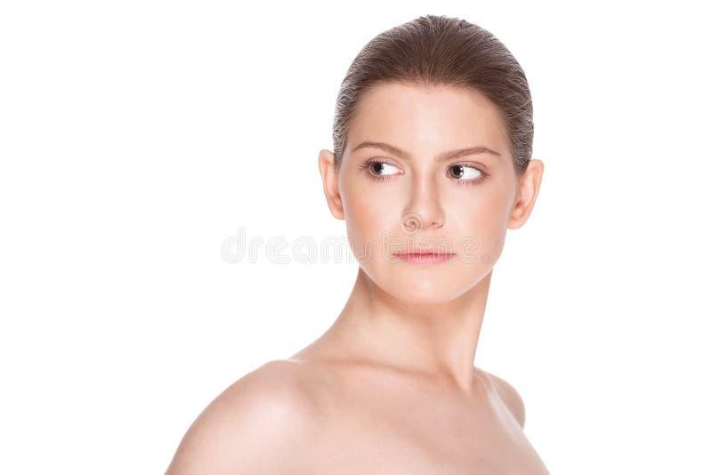 Härlig ung kvinna med ren ny hud Ansikts- behandling cosmetology royaltyfria bilder