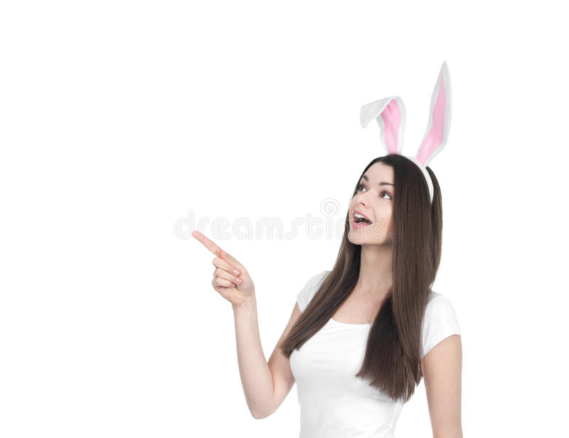 Härlig ung kvinna som den easter kaninen arkivbilder