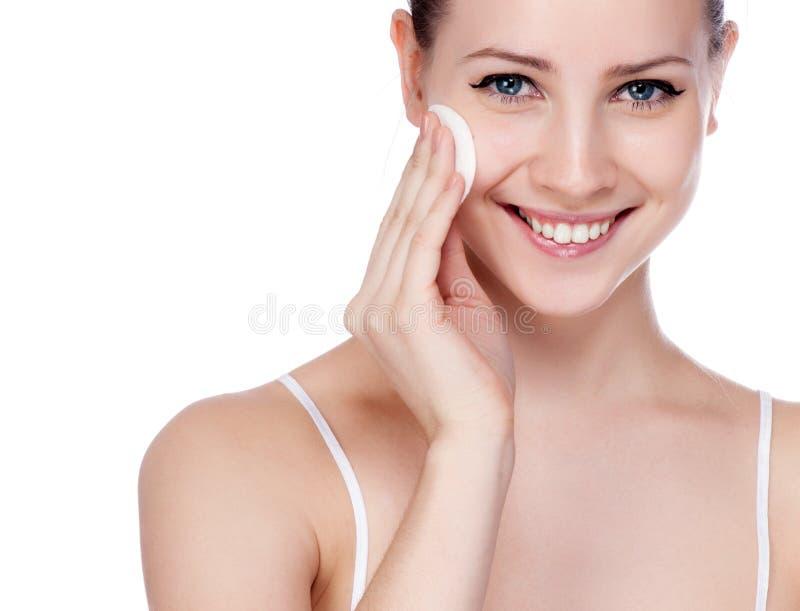 Härlig ung kvinna som trycker på hennes Face.Fresh royaltyfri fotografi