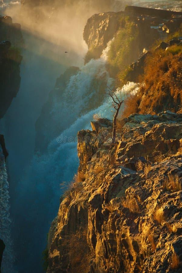 Härlig vattenfall i savannah i Namibia arkivbilder