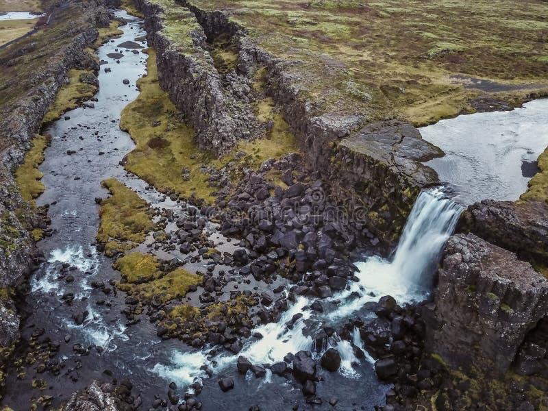 Härlig vattenfall Oxarafoss i sydliga Island arkivfoto